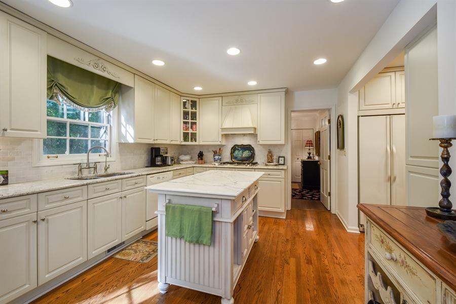 Real Estate Photography - 20 Ashbury Lane, Barrington Hills, IL, 60010 - Kitchen