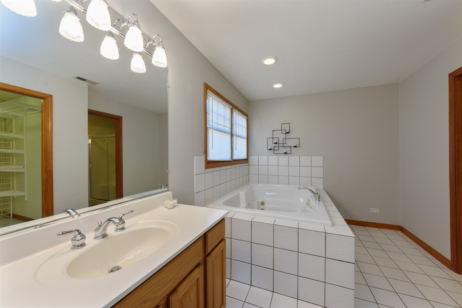 Real Estate Photography - 2404 Robin Ln, Rolling Meadows, IL, 60008 - Master Bathroom