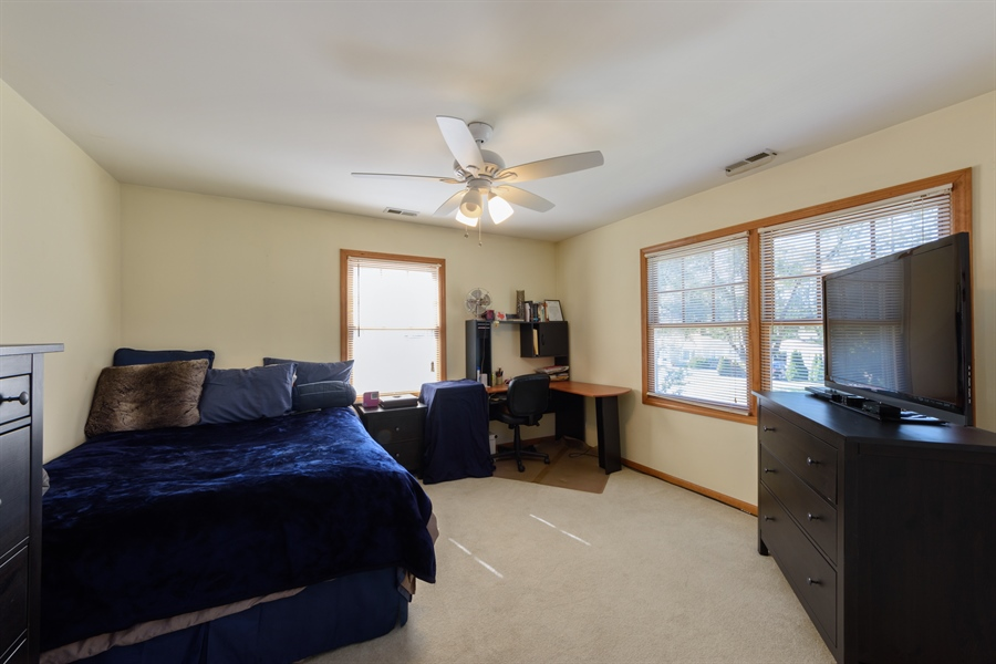 Real Estate Photography - 2404 Robin Ln, Rolling Meadows, IL, 60008 - 2nd Bedroom