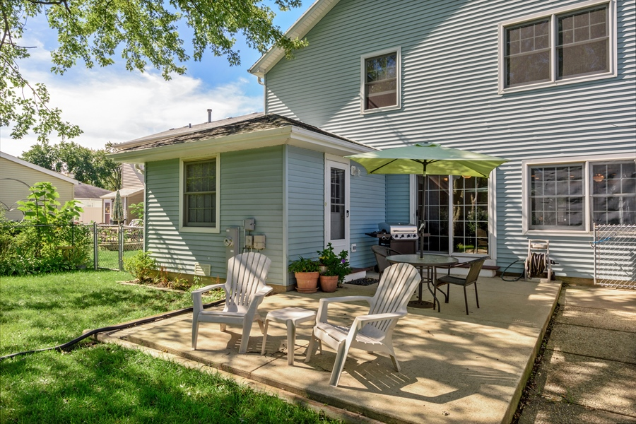 Real Estate Photography - 2404 Robin Ln, Rolling Meadows, IL, 60008 - Patio
