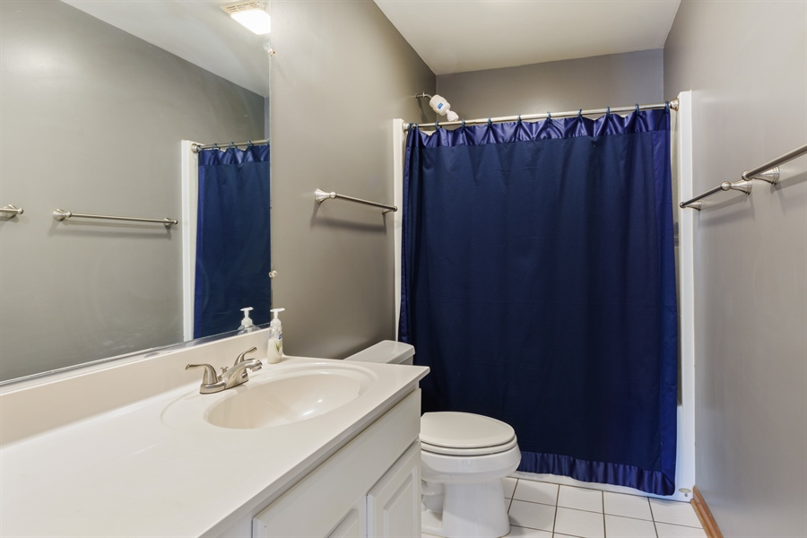 Real Estate Photography - 2404 Robin Ln, Rolling Meadows, IL, 60008 - 2nd Bathroom