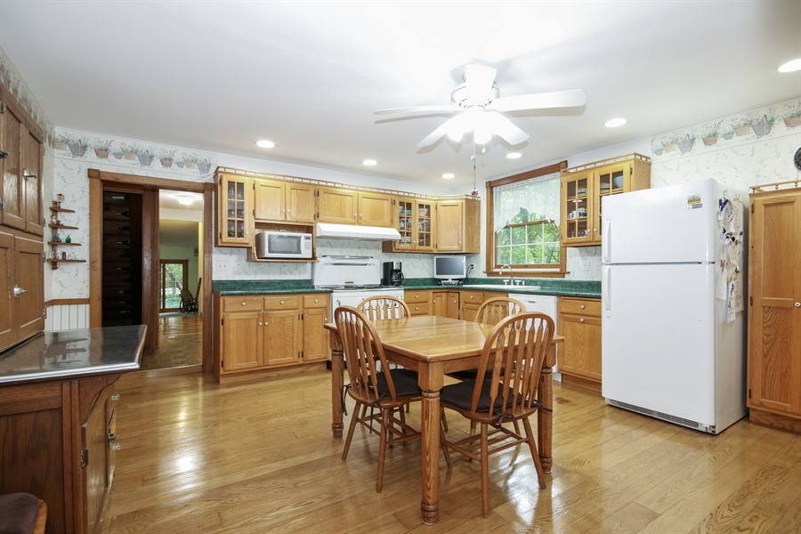 Real Estate Photography - 220 Rust, Willow Springs, IL, 60480 - Kitchen