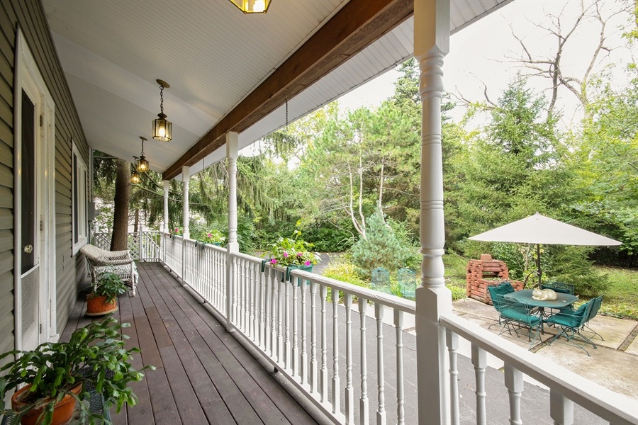 Real Estate Photography - 220 Rust, Willow Springs, IL, 60480 - Porch
