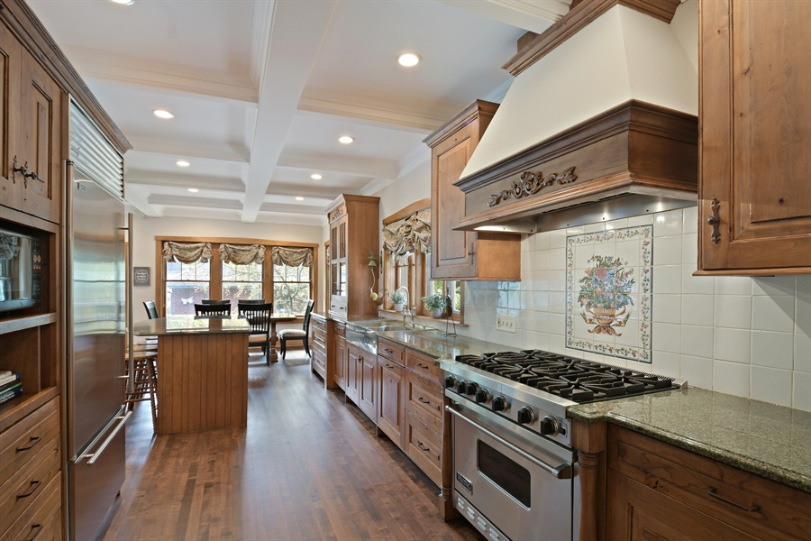 Real Estate Photography - 531 Greenleaf Ave, Wilmette, IL, 60091 - Kitchen