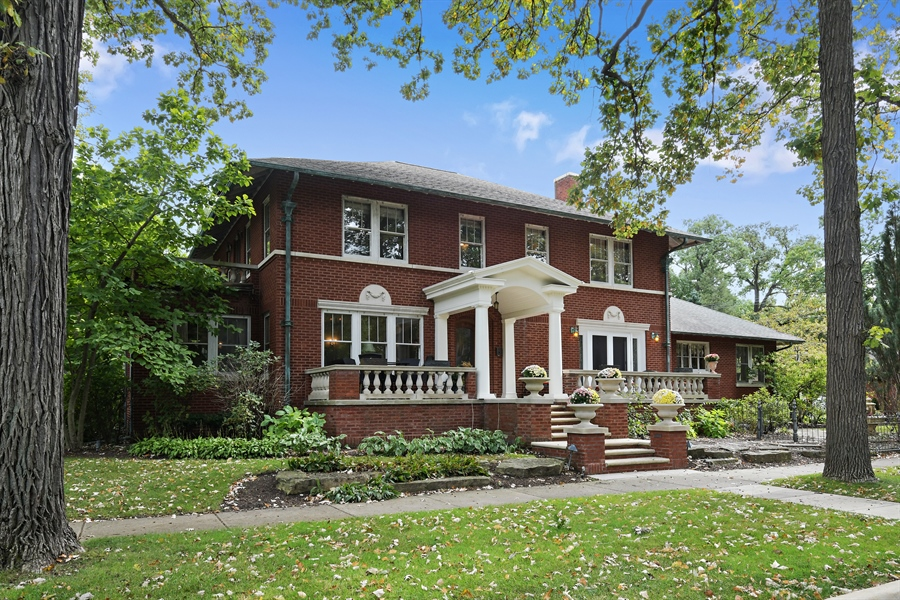 Real Estate Photography - 531 Greenleaf Ave, Wilmette, IL, 60091 - Front View