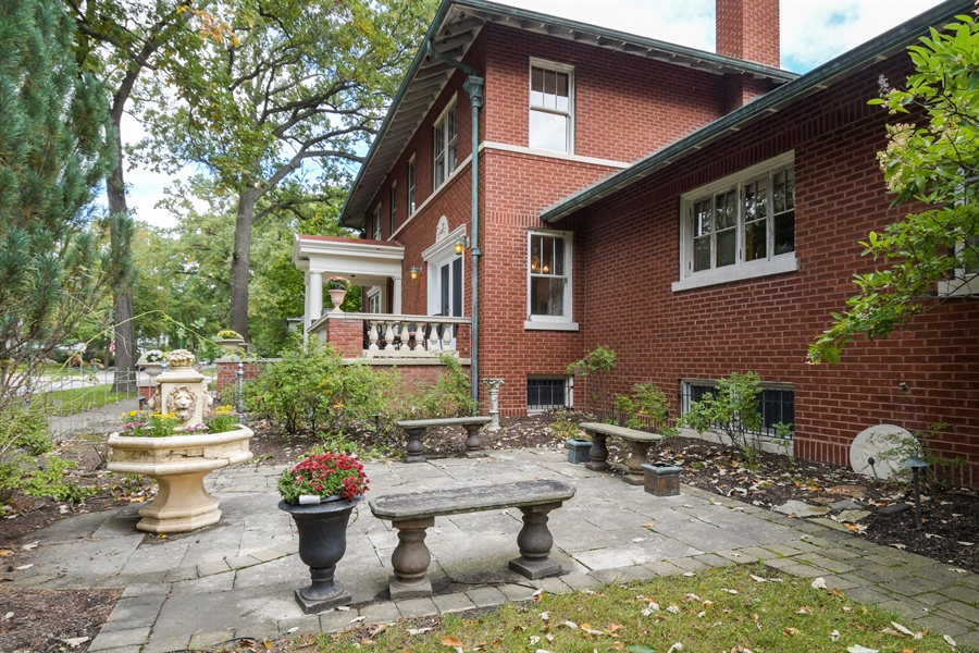 Real Estate Photography - 531 Greenleaf Ave, Wilmette, IL, 60091 - Side View