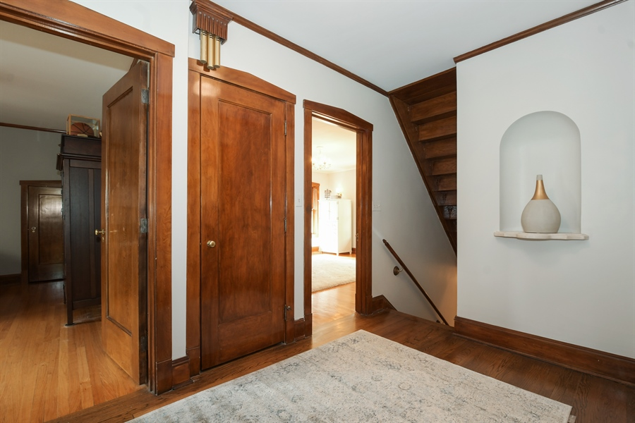 Real Estate Photography - 531 Greenleaf Ave, Wilmette, IL, 60091 - Hallway