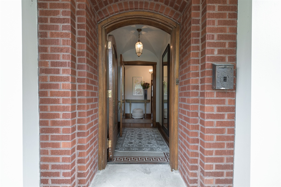 Real Estate Photography - 531 Greenleaf Ave, Wilmette, IL, 60091 - Entryway