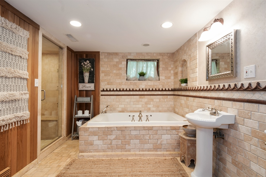 Real Estate Photography - 531 Greenleaf Ave, Wilmette, IL, 60091 - 2nd Bathroom