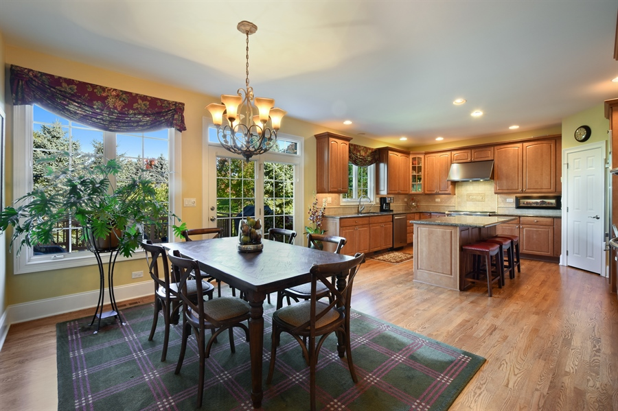 Real Estate Photography - 1012 Ridgeview Drive, Inverness, IL, 60010 - Kitchen / Breakfast Room