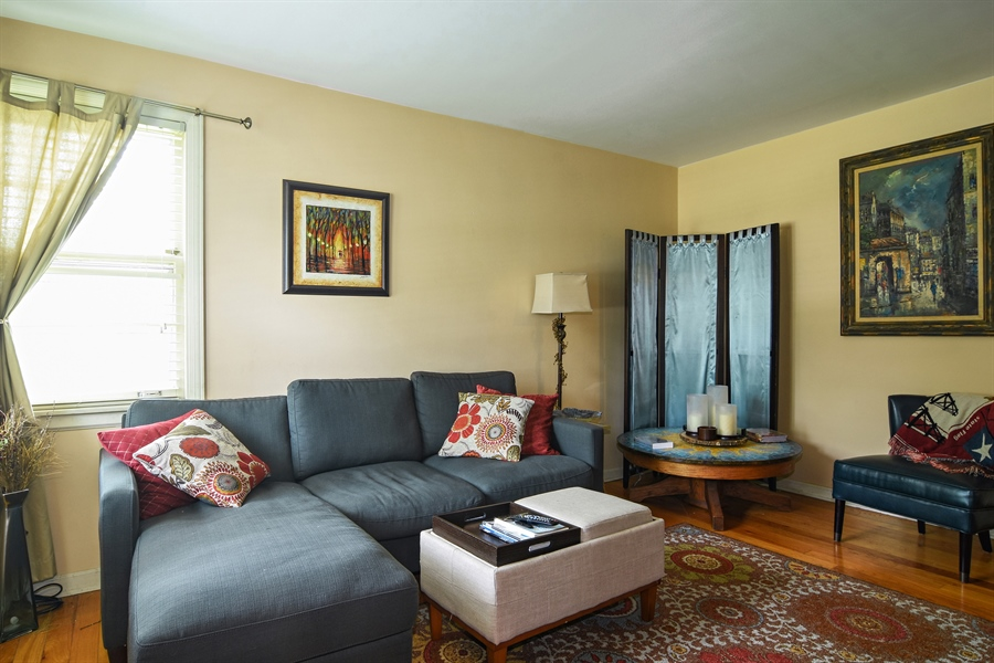 Real Estate Photography - 353 E Washington, Des plaines, IL, 60016 - Living Room