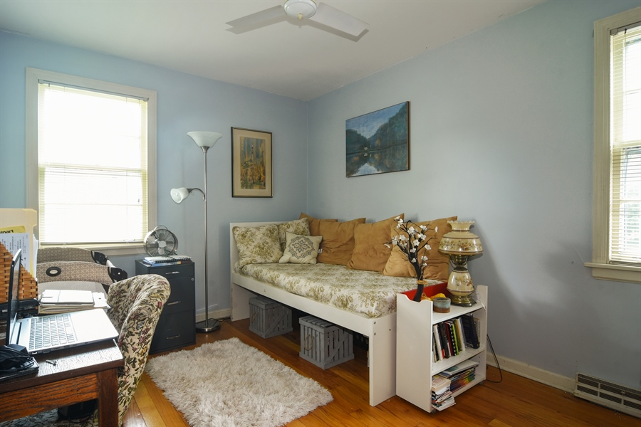 Real Estate Photography - 353 E Washington, Des plaines, IL, 60016 - 3rd Bedroom