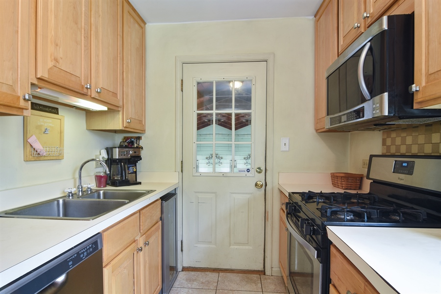 Real Estate Photography - 353 E Washington, Des plaines, IL, 60016 - Kitchen