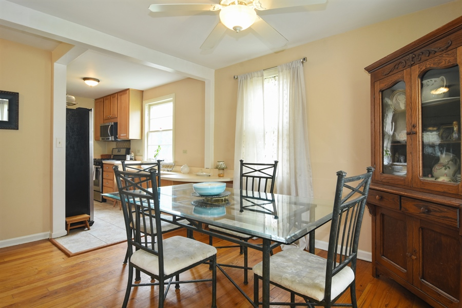 Real Estate Photography - 353 E Washington, Des plaines, IL, 60016 - Kitchen / Breakfast Room