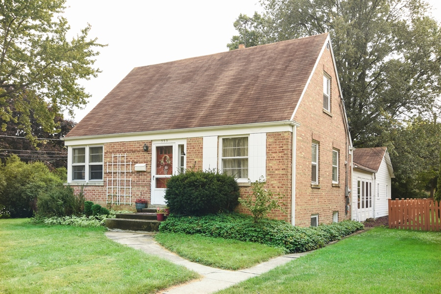 Real Estate Photography - 353 E Washington, Des plaines, IL, 60016 - Front View