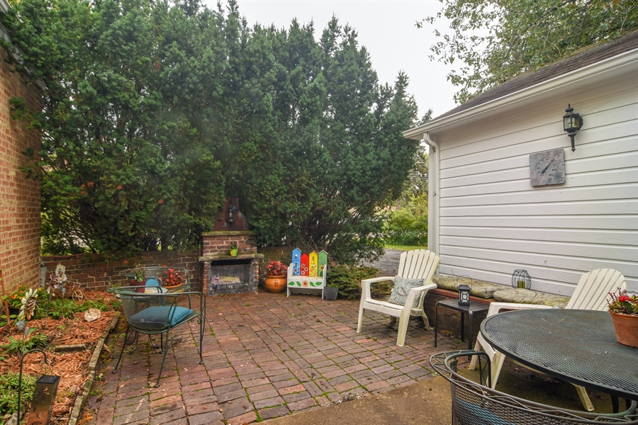 Real Estate Photography - 353 E Washington, Des plaines, IL, 60016 - Patio