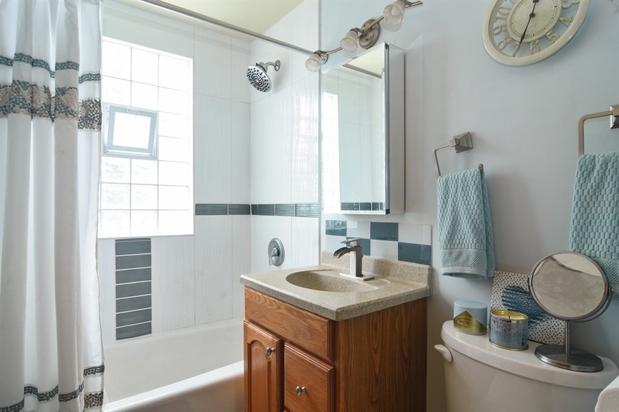 Real Estate Photography - 353 E Washington, Des plaines, IL, 60016 - 2nd Bathroom