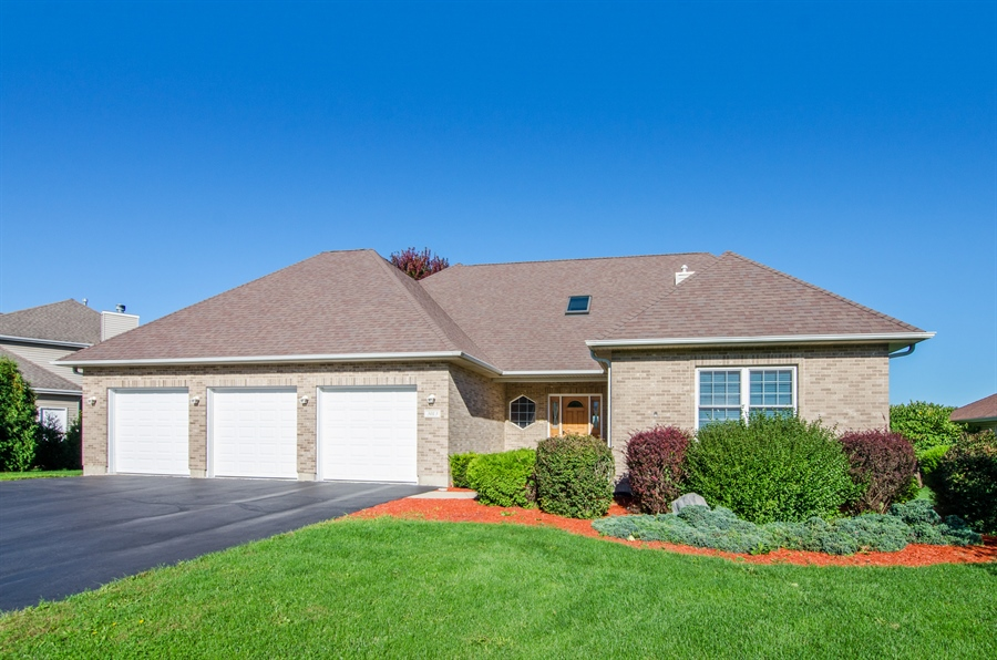 Real Estate Photography - 3013 Raccoon Cove, Island Lake, IL, 60042 - Front View