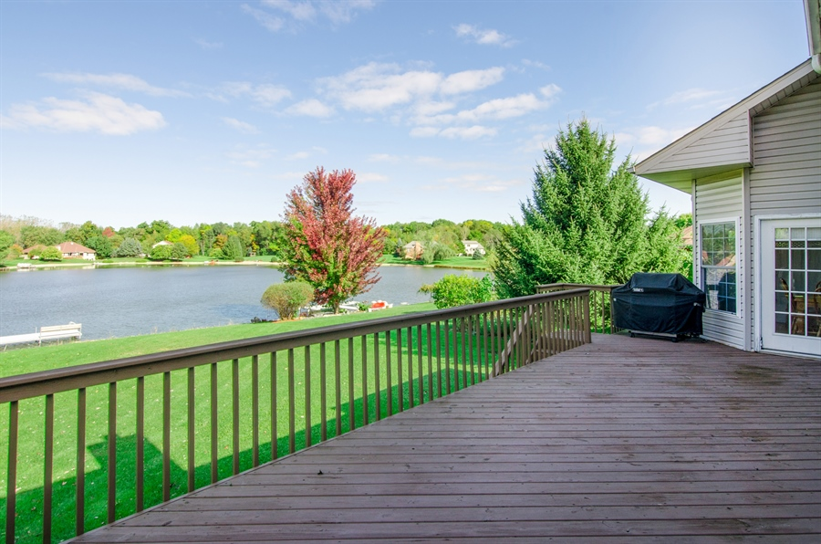 Real Estate Photography - 3013 Raccoon Cove, Island Lake, IL, 60042 - Deck