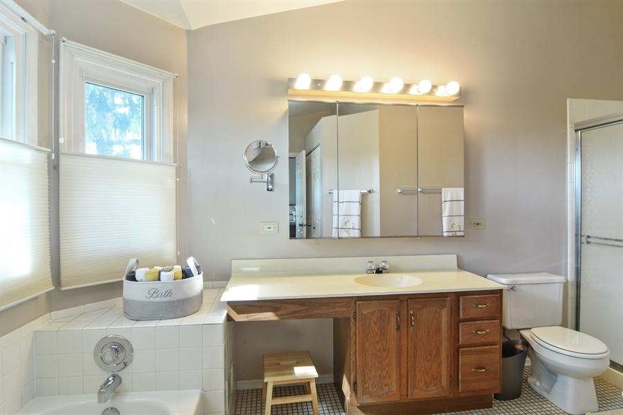 Real Estate Photography - 2417 Fabish Ct, Schaumburg, IL, 60193 - Master Bathroom