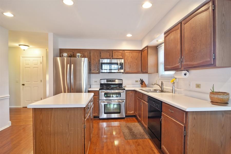 Real Estate Photography - 2417 Fabish Ct, Schaumburg, IL, 60193 - Kitchen