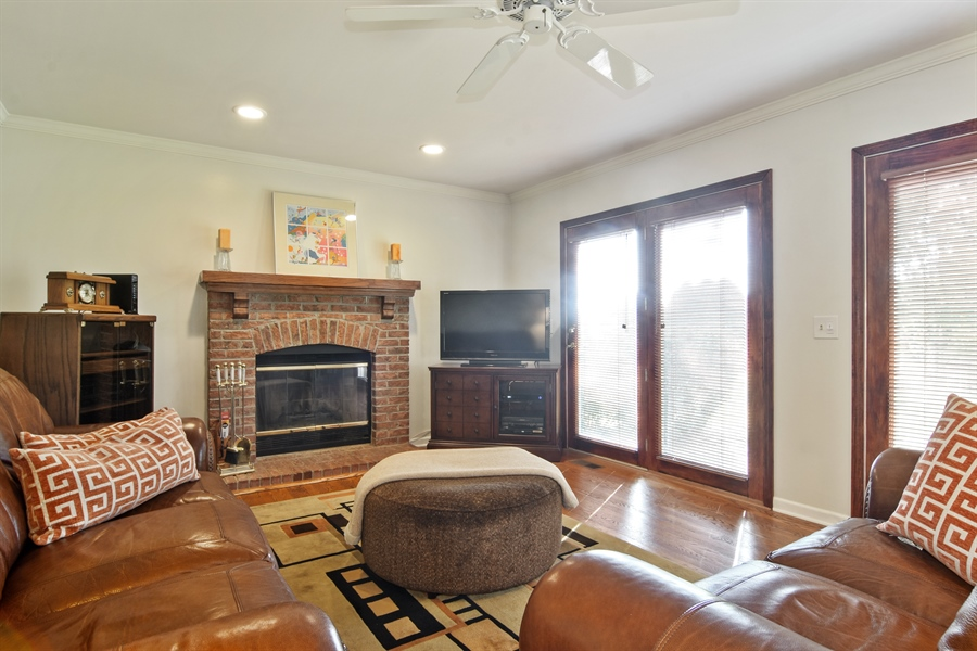 Real Estate Photography - 2417 Fabish Ct, Schaumburg, IL, 60193 - Family Room