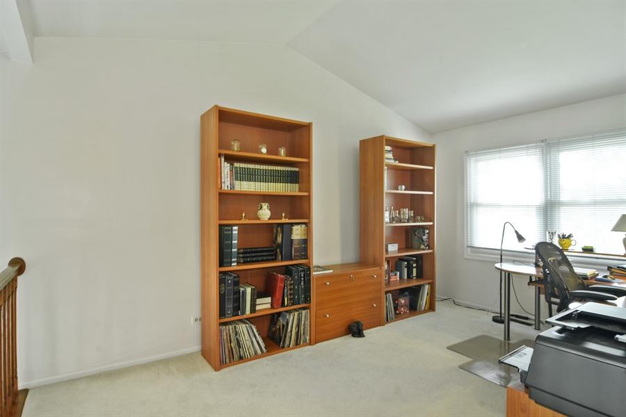 Real Estate Photography - 2417 Fabish Ct, Schaumburg, IL, 60193 - Loft
