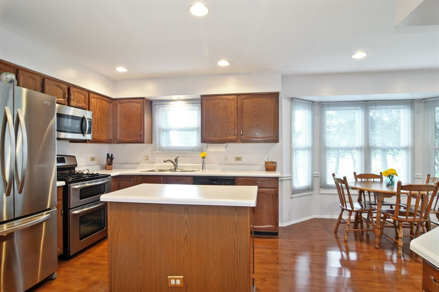 Real Estate Photography - 2417 Fabish Ct, Schaumburg, IL, 60193 - Kitchen