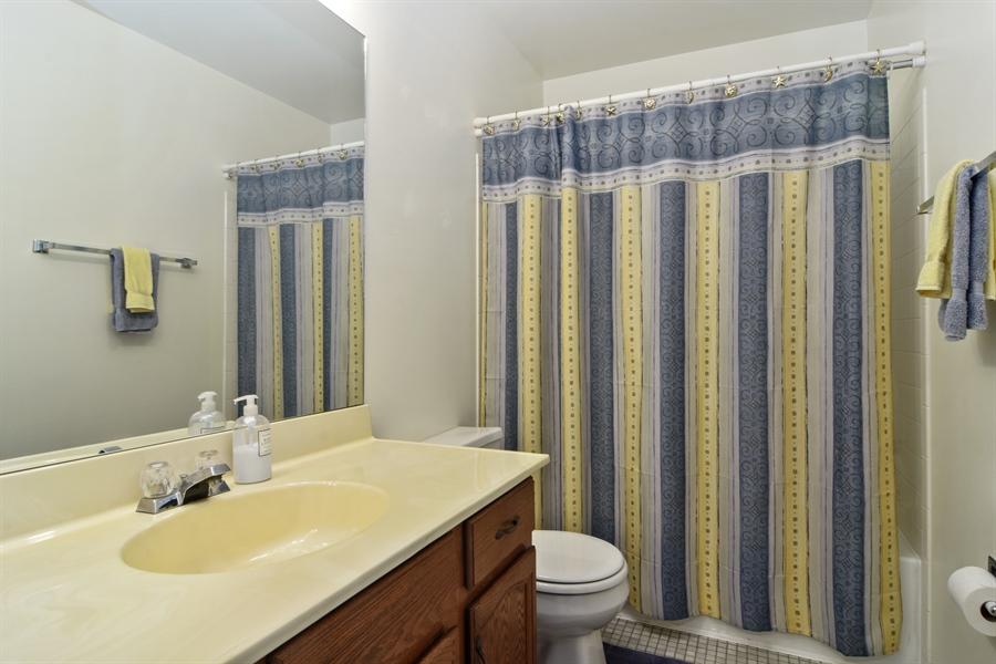 Real Estate Photography - 2417 Fabish Ct, Schaumburg, IL, 60193 - Bathroom
