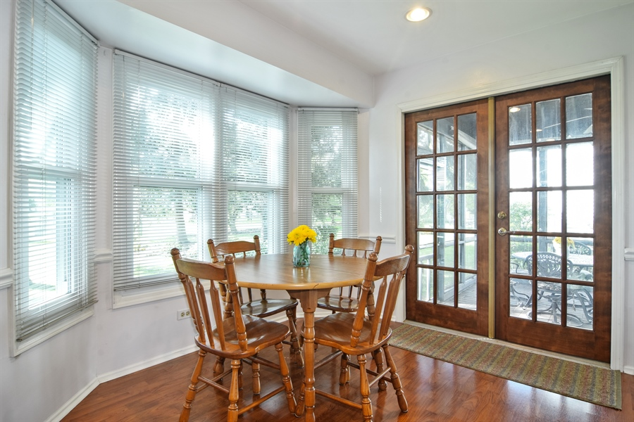 Real Estate Photography - 2417 Fabish Ct, Schaumburg, IL, 60193 - Breakfast Nook
