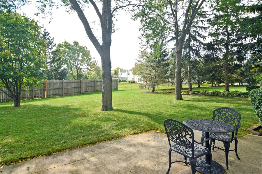 Real Estate Photography - 2417 Fabish Ct, Schaumburg, IL, 60193 - Patio