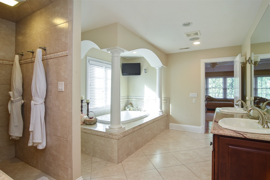 Real Estate Photography - 204 S Evergreen, Arlington Heights, IL, 60005 - Master Bathroom