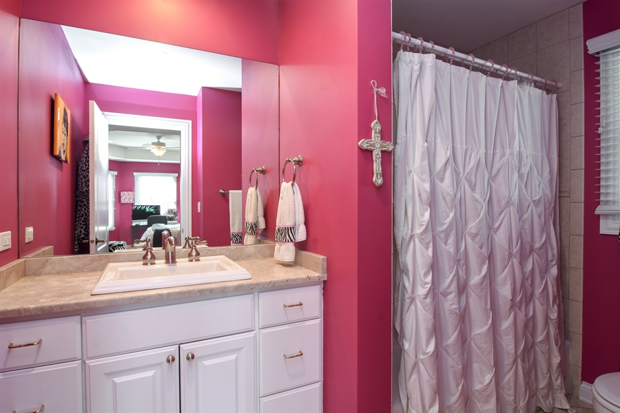 Real Estate Photography - 204 S Evergreen, Arlington Heights, IL, 60005 - 2nd Bathroom