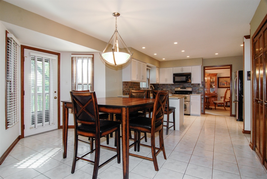 Real Estate Photography - 808 Biltmore Ct., Naperville, IL, 60563 - Kitchen / Breakfast Room
