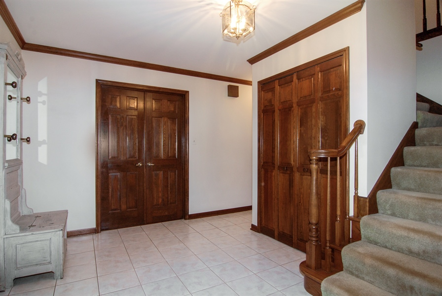 Real Estate Photography - 808 Biltmore Ct., Naperville, IL, 60563 - Foyer