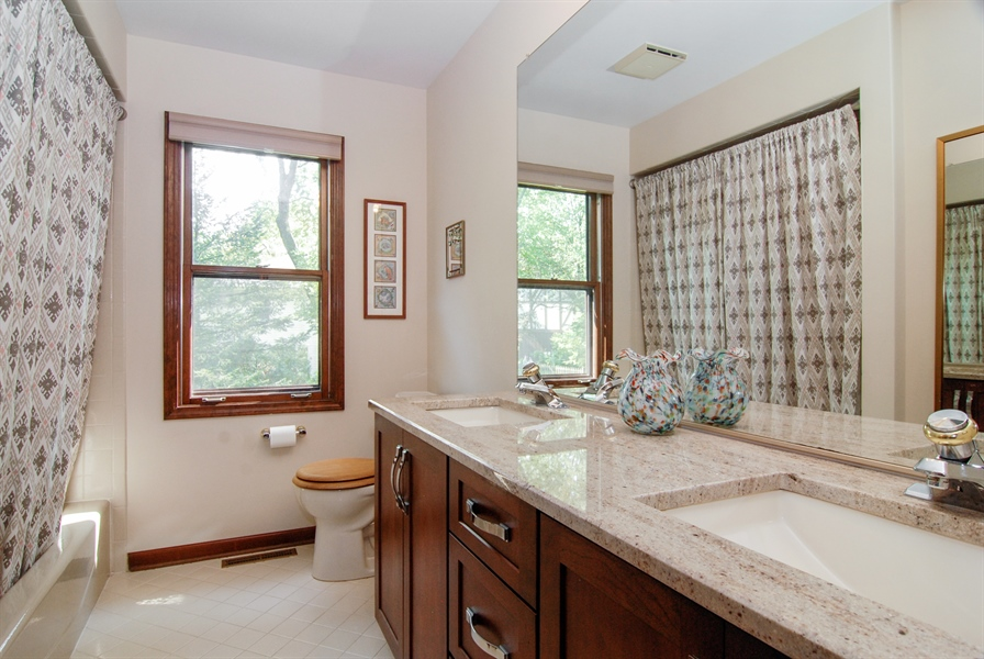 Real Estate Photography - 808 Biltmore Ct., Naperville, IL, 60563 - 2nd Bathroom