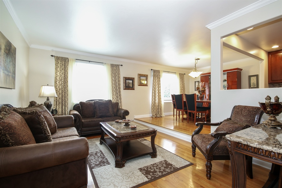Real Estate Photography - 4517 110th Place, Oak Laawn, IL, 60453 - Living Room