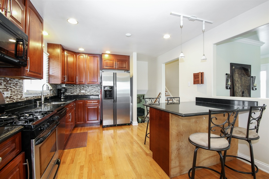 Real Estate Photography - 4517 110th Place, Oak Laawn, IL, 60453 - Kitchen