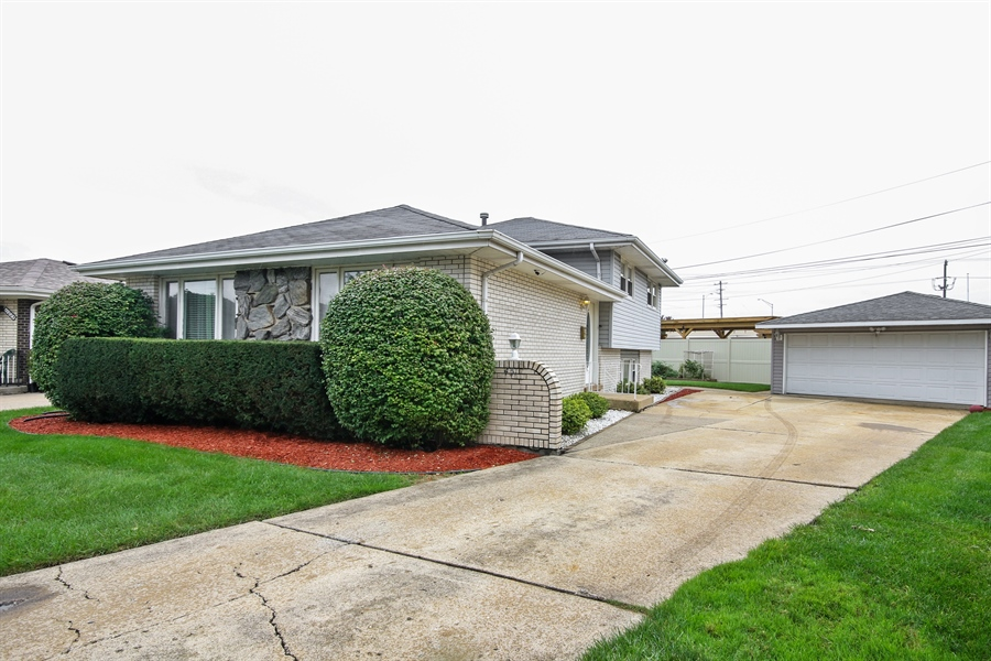 Real Estate Photography - 4517 110th Place, Oak Laawn, IL, 60453 - Front View