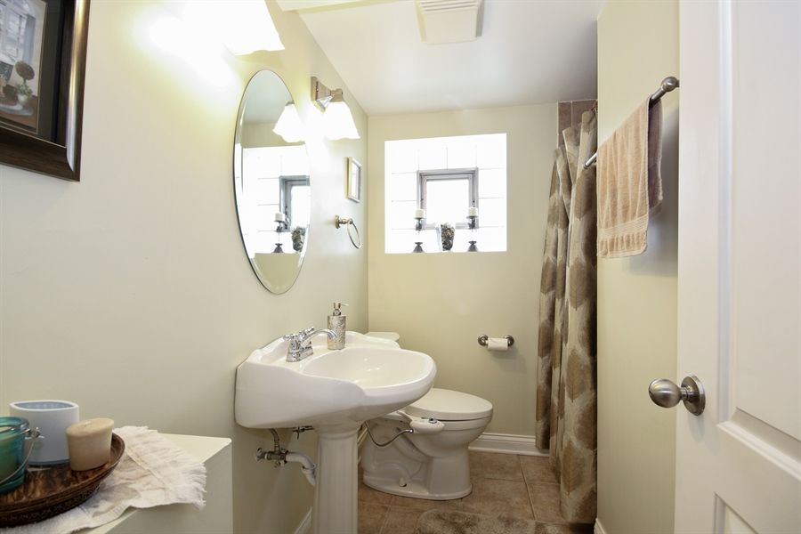 Real Estate Photography - 4517 110th Place, Oak Laawn, IL, 60453 - Bathroom