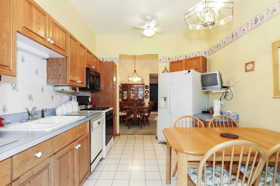 Real Estate Photography - 6742 Eagle Dr., Tinley Park, IL, 60477 - Kitchen (alternate view)