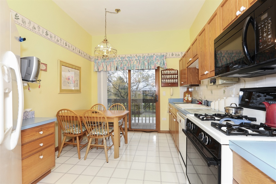 Real Estate Photography - 6742 Eagle Dr., Tinley Park, IL, 60477 - Kitchen