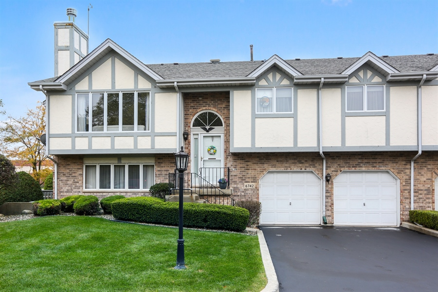 Real Estate Photography - 6742 Eagle Dr., Tinley Park, IL, 60477 - Front of Home