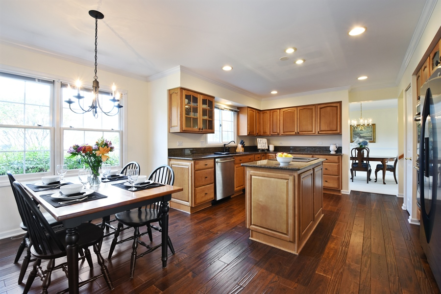 Real Estate Photography - 1230 Whitehall Court, Lake Zurich, IL, 60047 - Kitchen / Breakfast Room