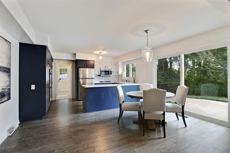 Real Estate Photography - 9 Hamill Lane, Clarendon Hills, IL, 60514 - Kitchen / Breakfast Area