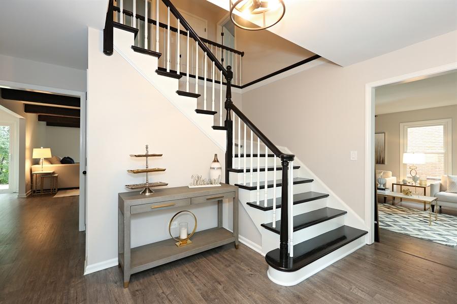 Real Estate Photography - 9 Hamill Lane, Clarendon Hills, IL, 60514 - Foyer