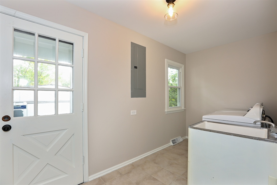 Real Estate Photography - 9 Hamill Lane, Clarendon Hills, IL, 60514 - Laundry Room