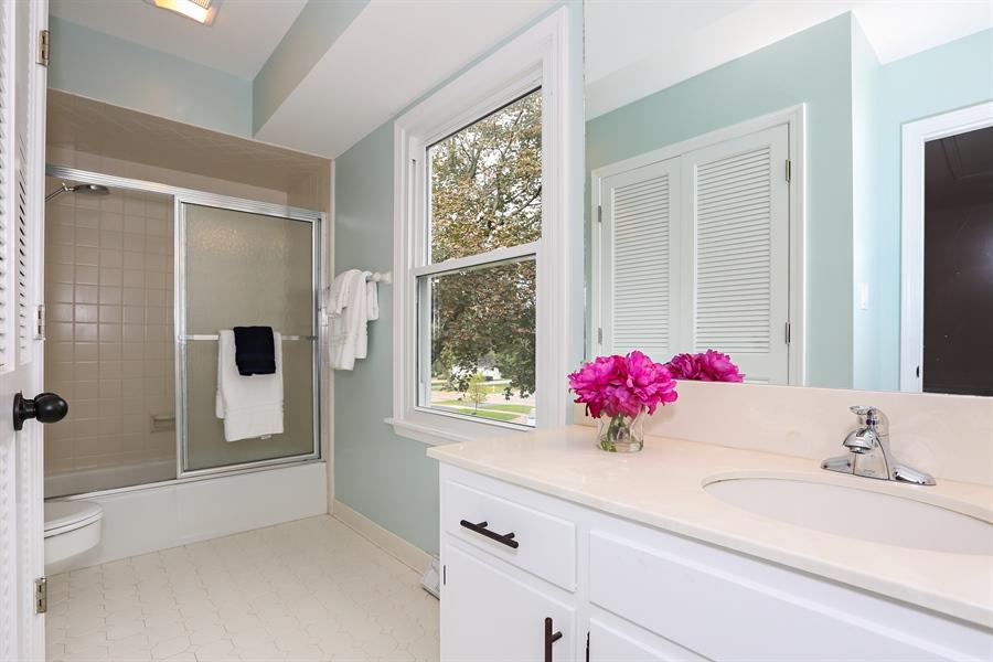 Real Estate Photography - 9 Hamill Lane, Clarendon Hills, IL, 60514 - Family Bathroom