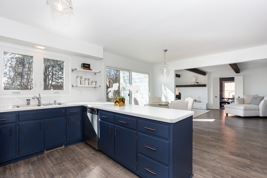 Real Estate Photography - 9 Hamill Lane, Clarendon Hills, IL, 60514 - Kitchen and Breakfast Area