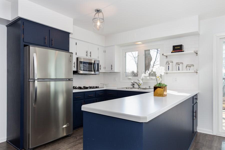 Real Estate Photography - 9 Hamill Lane, Clarendon Hills, IL, 60514 - Ktichen
